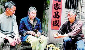 ■刘向坤(右)和刘向培兄弟摆龙门阵