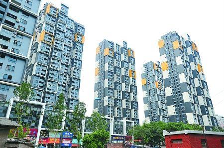 住宅楼的外观造型犹如一块块麻将堆积而成 记者 吴珊 摄
