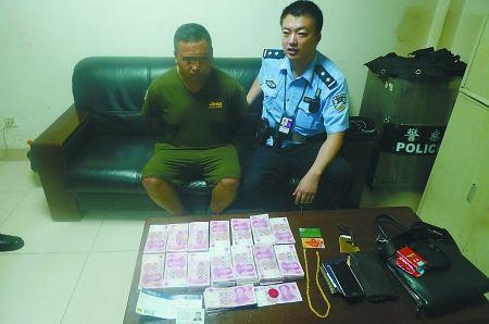 嫌疑人被民警抓获 通讯员 涂茂钧 记者 龙在全 摄