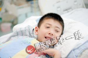 7岁的小峰还不知道双亲去世