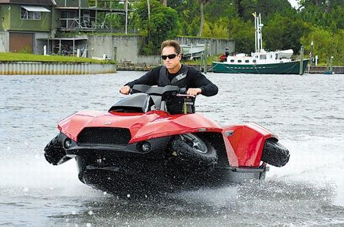 水陆两用的超酷越野摩托车高清图片