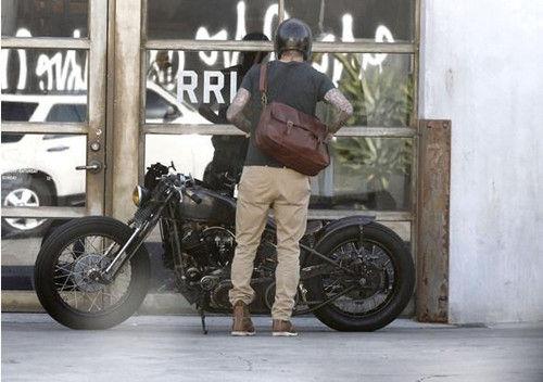 贝克汉姆造型拉风 骑复古摩托车出门 重庆车市 重庆汽车网 新浪汽车 新浪网