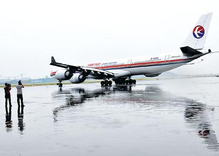 东方航空公司重庆-洛杉矶(经停上海)航线昨日正式
