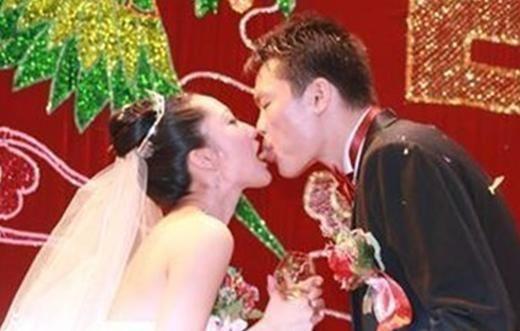 杨幂刘恺威舌吻照曝光 当众舌吻的明星 图 杨幂刘恺威舌吻照