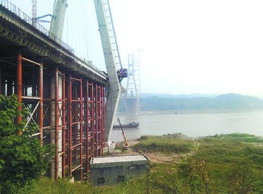 永川长江大桥还剩280米钢梁没吊装