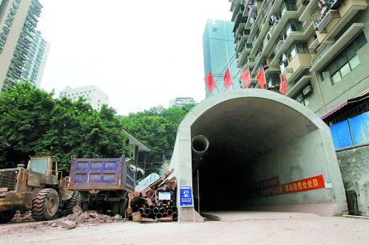 解放碑地下停车系统位于望龙门的出入口