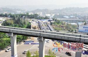 机场南联络道机场高速立交H匝道上跨桥建成,老桥封闭维修扩建,右幅实现双向通车