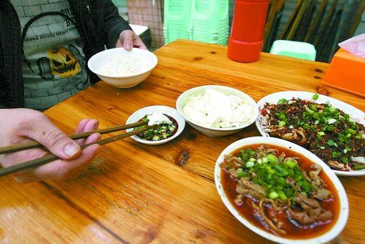 渝北区龙溪镇 豆花饭虽然不便宜但食客还是不少