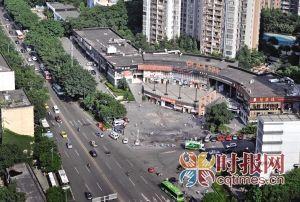 位于石坪桥附近德骏逸新视界的这个路口,规划将建一座过街天桥