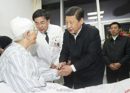 习近平看望中石化黄潍输油管线爆燃事故受伤人员