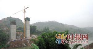 金银峡綦江大桥正在加紧施工,到2015年三环高速江津至綦江段将建成通车