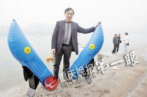 袁宏和他发明的滑水鞋