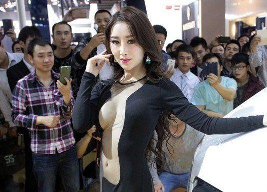 网传着真空装女模现身广州车展