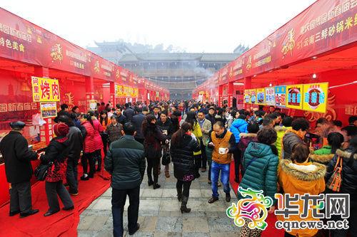 从初一开始,重庆园博园春节庙会就正式开幕了。