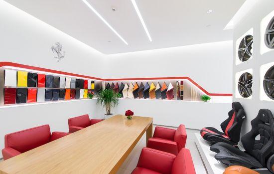 玛莎拉蒂全新展厅在龙湖水晶郦城K15盛大开业。始建于2006年的重庆前展厅,可谓鉴证了法拉利玛莎拉蒂在中国的发展历程,也是法拉利玛莎拉蒂致力于为重庆当地消费者提供至高品牌体验的践行者。展厅的全新启幕,以更好地满足重庆地区日益增长的品牌需求,为当地消费者带来与国际水准相一致的体验与服务。