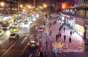 """昨晚,江北区建新东路,之前的夜摊烧烤经过整治都""""不见了"""""""