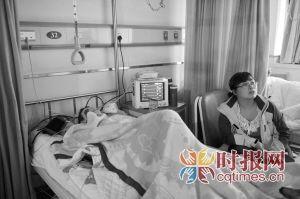 江北区第一人民医院,陶女士被出租车撞伤住院,她随身携带的提包却不知去向