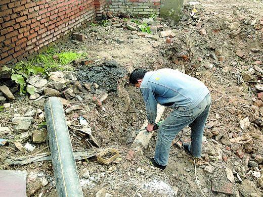 梨树湾一根燃气管道被挖爆