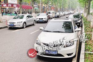 渝北龙头寺景观大道道路两边停满车辆