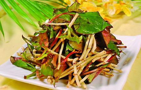 凉拌折耳根是重庆人喜爱的美食之一