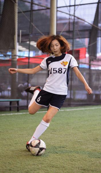 重庆美女催眠大师爱踢球 竖