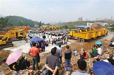 昨日,重庆轨道交通大学城至璧山段开工仪式在璧山举行,附近居民喜盼轨道交通到家门口。