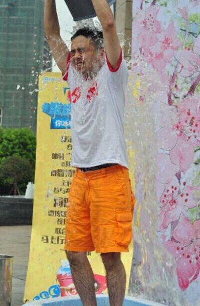 #重庆冰桶打车#大V轮番上阵叫板滴滴挑战重语句的我美食爱就是吃陪图片