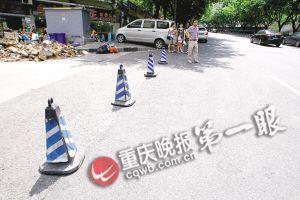 公共停车位被商家阻拦