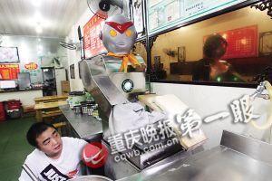 遥控器已经不能正常操作机器人,现在只能手动操作,由于危险性比较高机器人也就干脆就停用了。