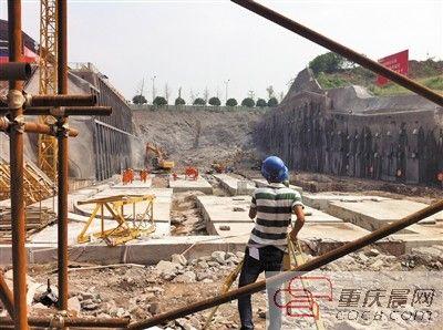 地铁5号线湖霞街站的施工现场。