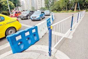 龙山转盘交通管制,转盘不能环绕。