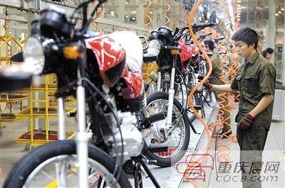 北碚区蔡家,力帆摩托车生产流水线。