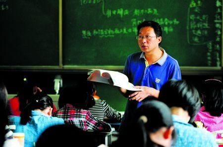 蒲志军老师正为同学们上课