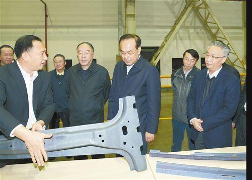 11月23日,市委书记孙政才考察卡斯马汽车系统(重庆)有限公司。