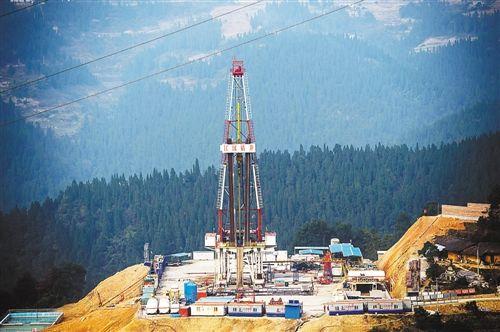 中石化涪陵页岩气田推进低碳钻井,钻井平台更加整洁。