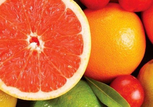 上班族对着电脑眼干眼涩 常吃7种水果缓解眼疲劳