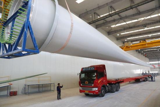 吉林重通重庆基地生产的国内2MW最长风轮叶片下线