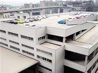 重庆惊现楼顶停车 这些车是如何开上去的?