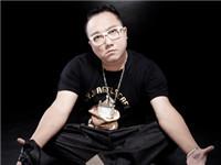 重庆歌手润土因心肌梗塞去世 曾演唱《疯狂的石头》片尾曲