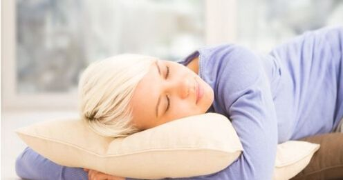 速看!1个睡姿100%解决打呼噜的毛病