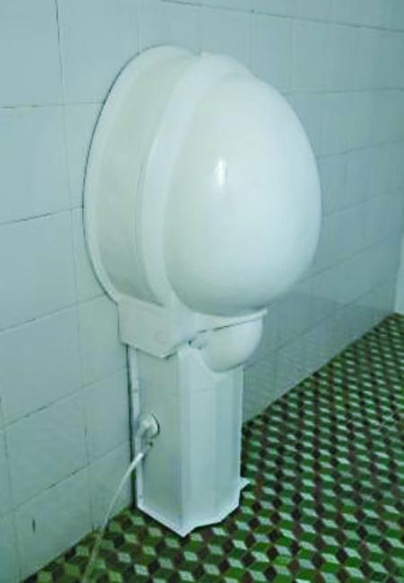 折叠马桶墙上挂 巴南职工小发明可节水80%