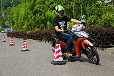 何如顺利考过摩托车驾照考试技巧_重庆车市_