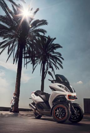 标致携顶级三轮摩托亮相2014北京国际车展