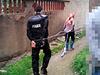网传村民扣押特警