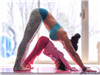 辣妈女儿同练瑜伽