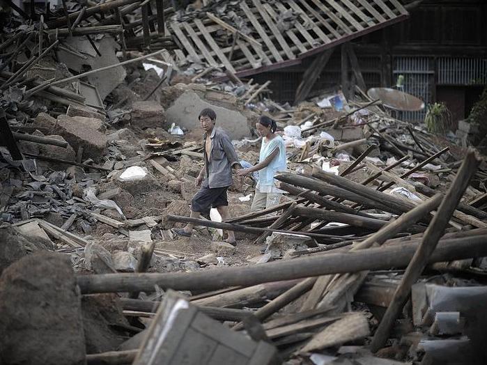 地震中的患难夫妻