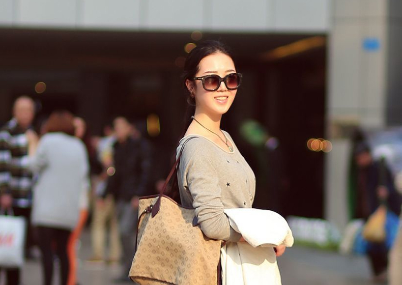 打望重庆美女 春季色彩搭配学起