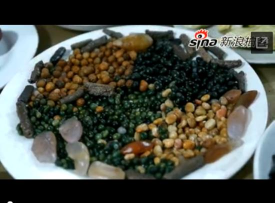 """重庆老人收藏198道""""奇石宴""""秀色可餐"""