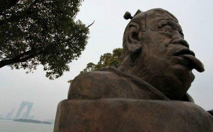 老子吐舌雕塑