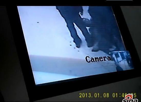 记者暗访救助站遭工作人员缚手围殴监控曝光